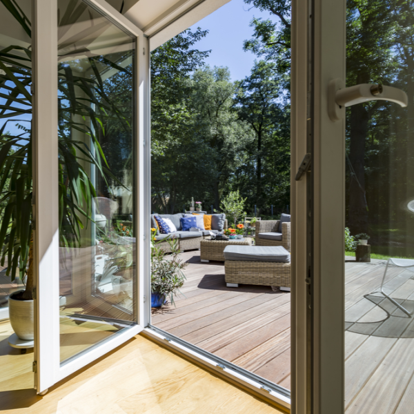 carport une solution conomique pour prot ger sa voiture habitatpresto. Black Bedroom Furniture Sets. Home Design Ideas