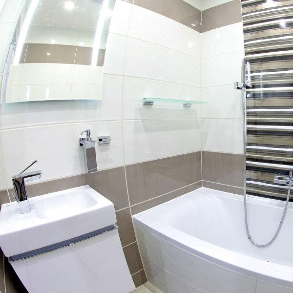 agrandir une petite salle de bains gr ce au carrelage mural. Black Bedroom Furniture Sets. Home Design Ideas