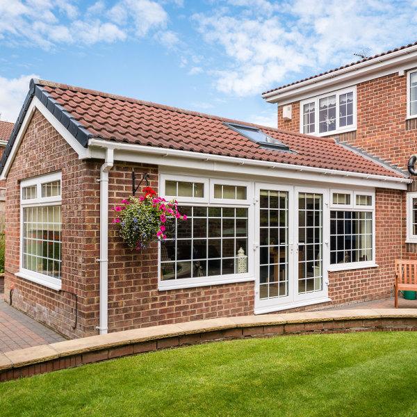 Extension maison ancienne : traditionnelle ou moderne pour vous ?