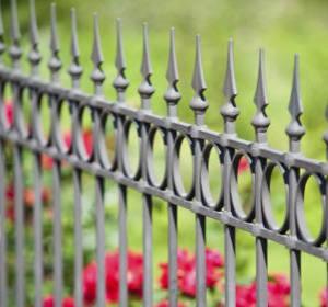 Clôture de jardin en acier ou fer forgé