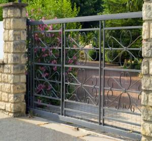 Bien choisir son portail en aluminium habitatpresto for Portail 2m50