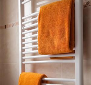 radiateurs quel chauffage choisir pour la salle de bain. Black Bedroom Furniture Sets. Home Design Ideas