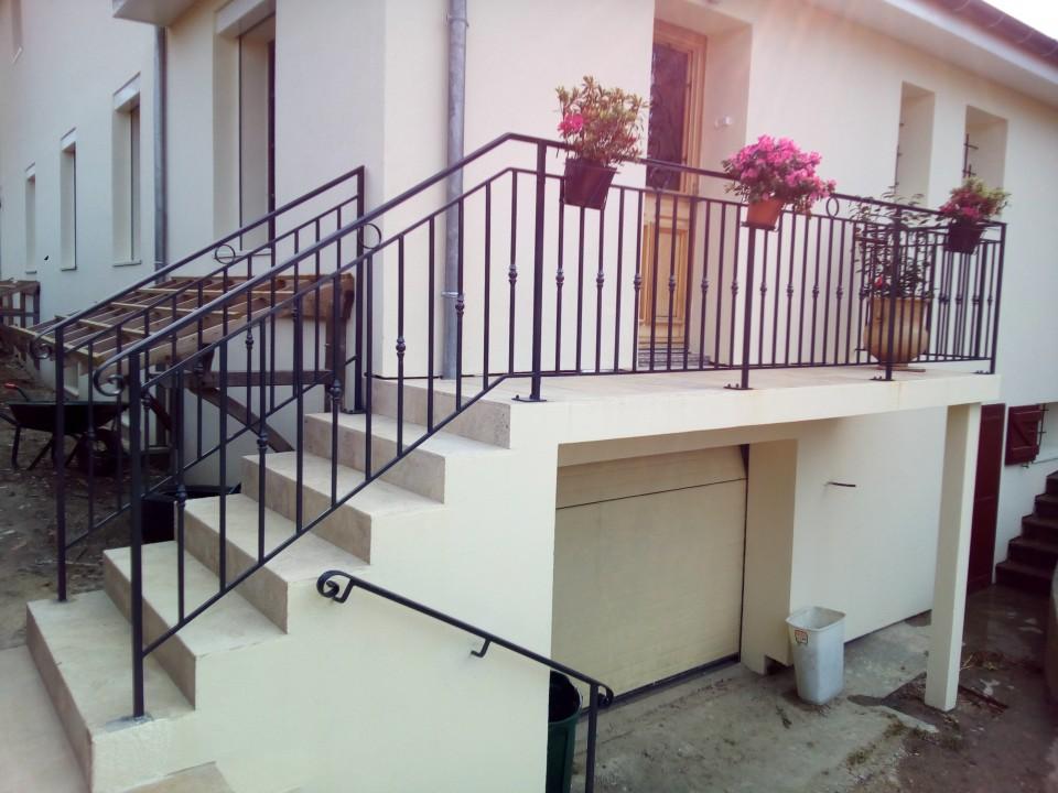 ferronnerie lomatec france forgeron ferronnier voiron habitatpresto. Black Bedroom Furniture Sets. Home Design Ideas
